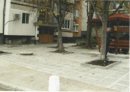 Благоустрояване предблоково пространство, ж.к. М. Рудник, бл.46, вх. К - след