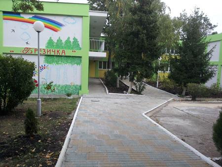 Благоустрояване на пътека към главен вход ОДЗ №8 Брезичка, ж.к.Славейков, до бл.40 - след