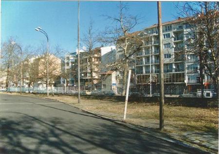 Почистване и озеленяване на спортна площадка на ПГМЕЕ Бургас - преди