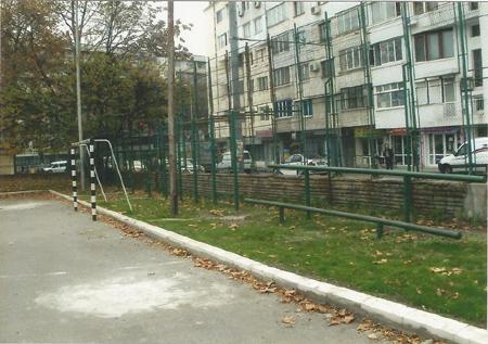Почистване и озеленяване на спортна площадка на ПГМЕЕ Бургас - след